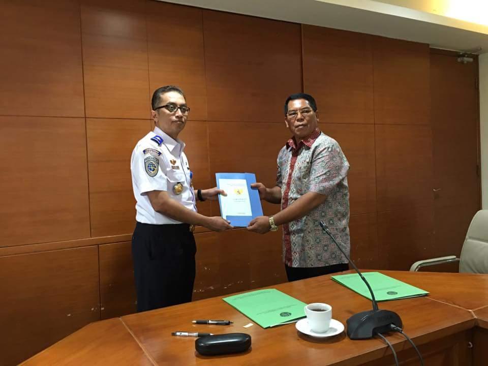 Bupati Bolmong Serahkan Sertifikat Lahan Bandara Ke Kementrian Perhubungan