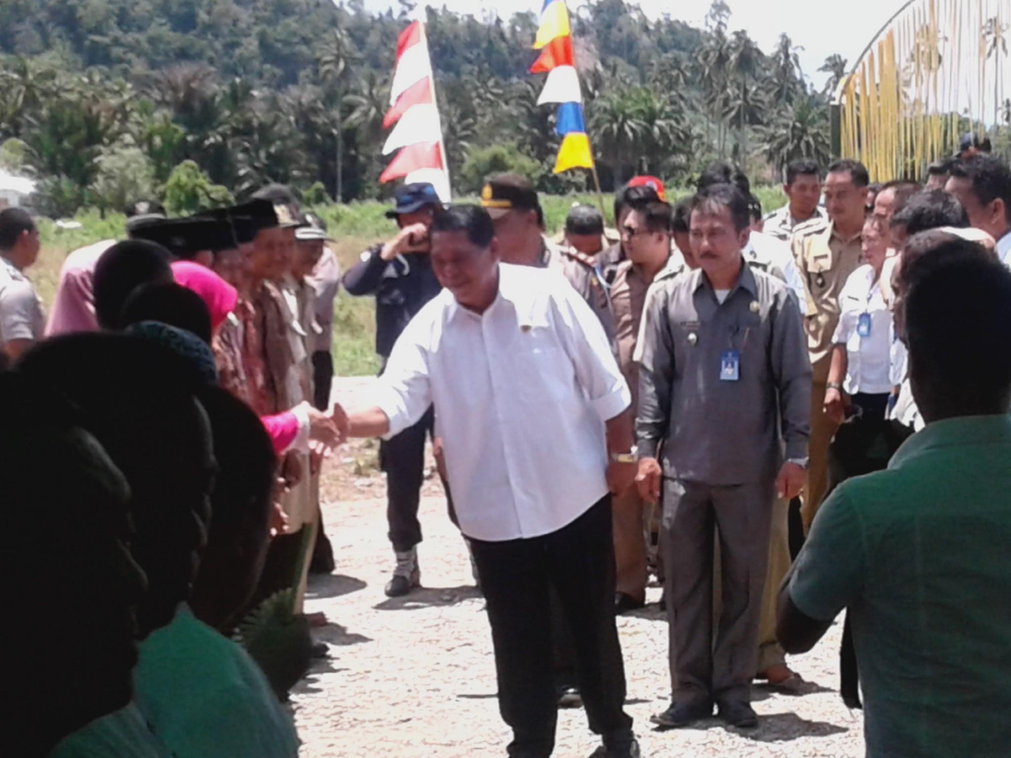 Bupati Bolmong Resmikan Kantor Desa, Serta Gelar Audiens Bersama Masyarakat Pusian