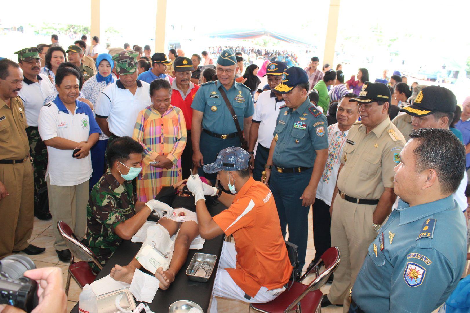 TNI AL Bersama Pemda Bolmong Gelar Bakti Sosial