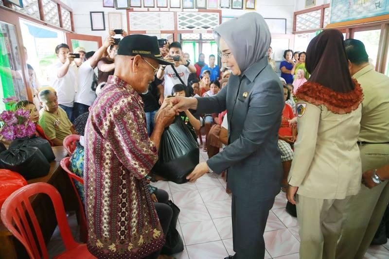 Walikota Kotamobagu Salurkan Cadangan Beras Pemerintah