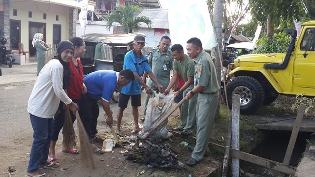 Siap Sambut Pencanangan Kampung KB Kelurahan Gogagoman Lakukan Kegiatan Bersih Bersih
