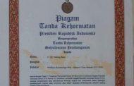 Walikota Kotamobagu Tatong Bara Terima Penghargaan Presiden RI