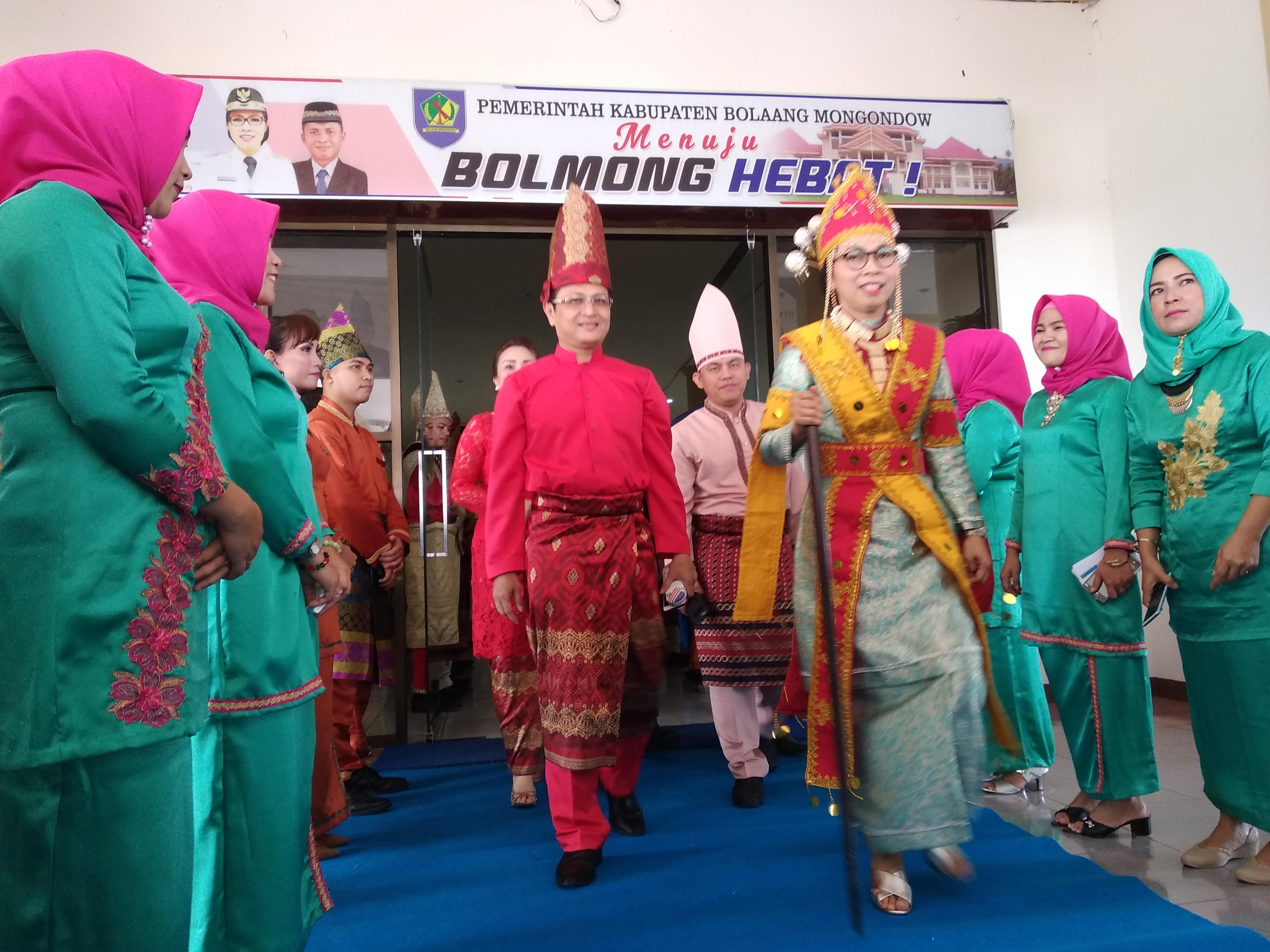 Dibalut Baju Adat Y2 Hadiri Peringatan Hut Ke 65 Kabupaten Bolmong