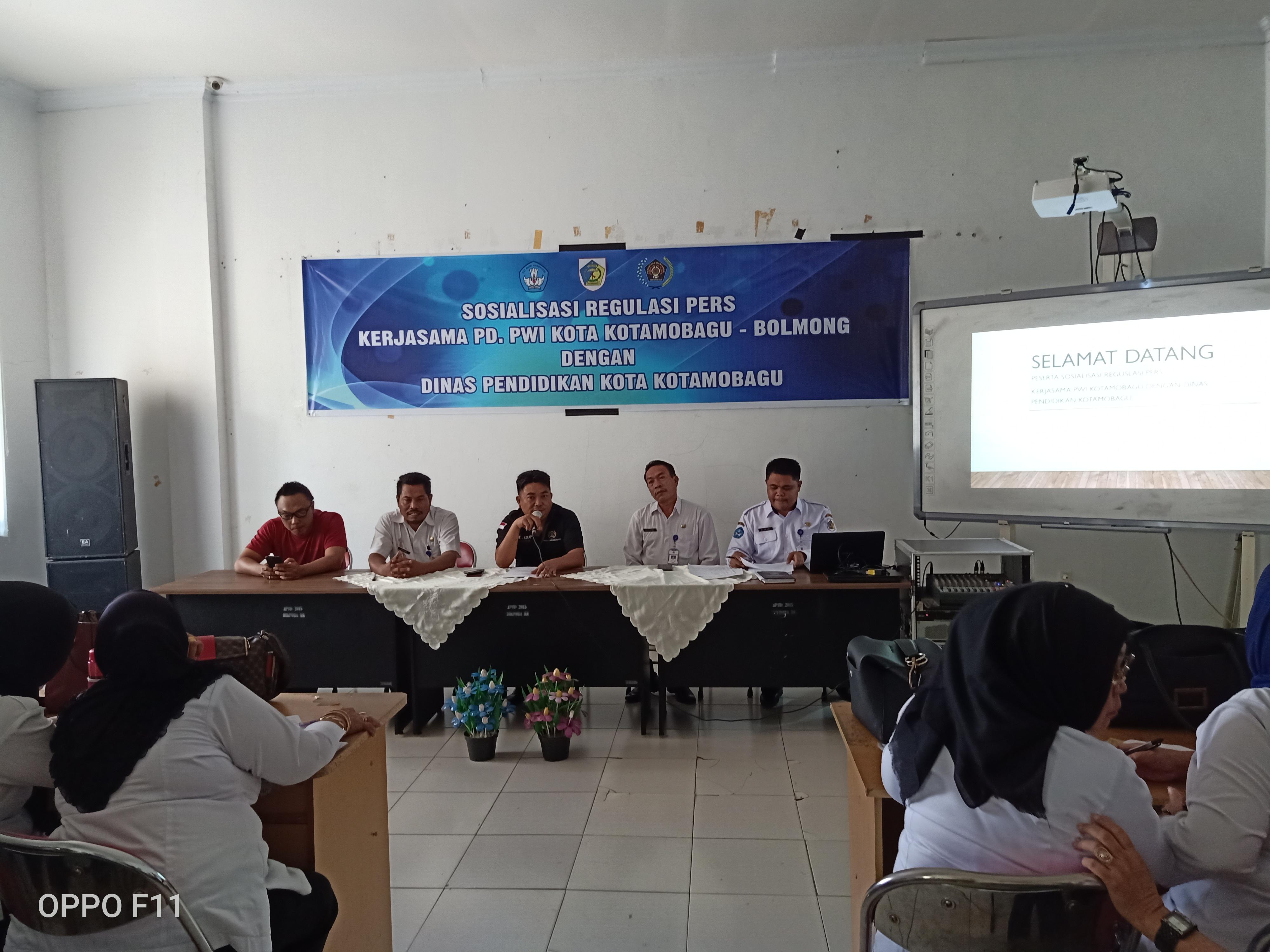 Dinas Pendidikan Kotamobagu Kerja Sama Dengan PWI Gelar Sosialisasi Regulasi Pers