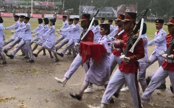 Meskih Diguyur Hujan Semangat Pasukan Paskibraka Kotamobagu Tetap Berkobar
