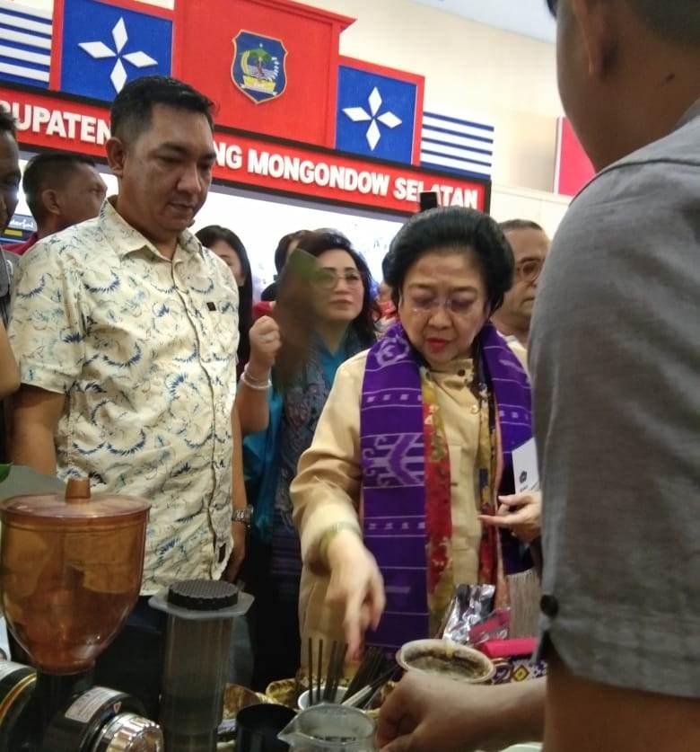 Megawati Soekarno Putri Sambangi Stand Pemkot Kotamobagu Pada Pelaksanaan Sulut Expo 2019