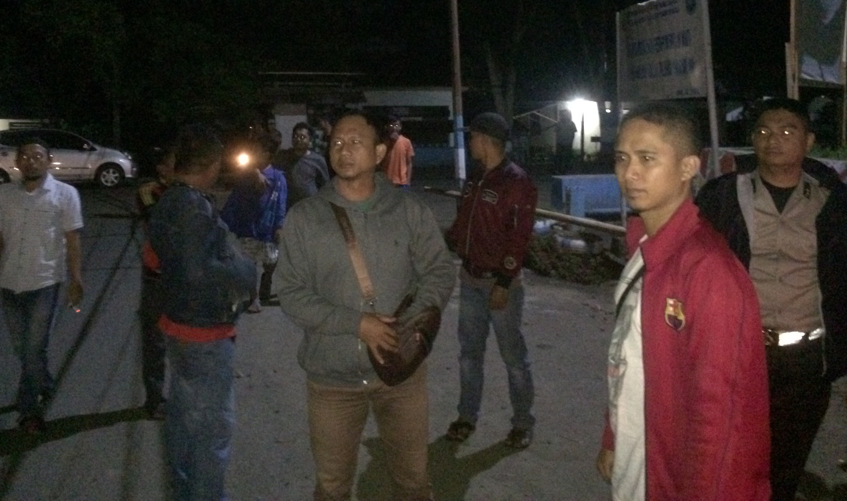 Sejumlah Pemuda di Lapangan Pontodon, Lari Kocar-Kacir