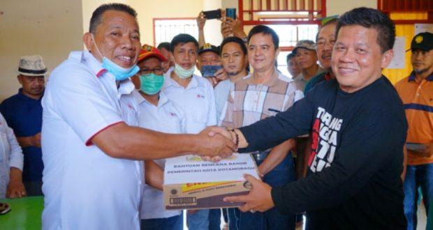 Bupati Bolmut Terima Bantuan Dari Pemkot Untuk Korban Banjir Bandang