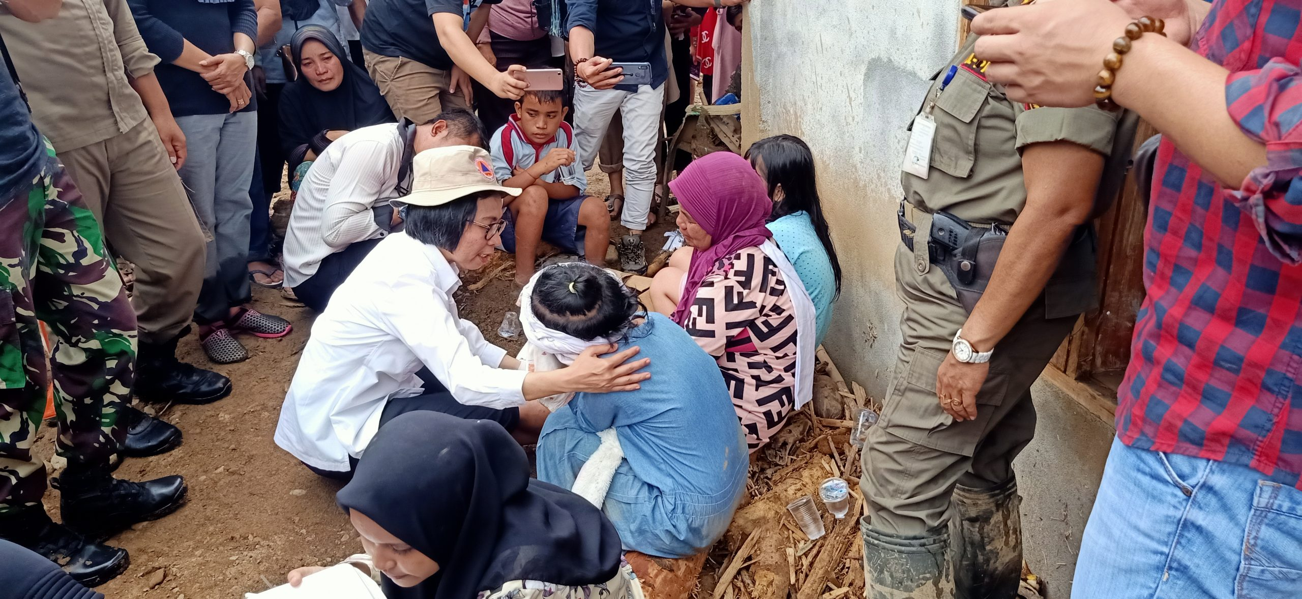 Kunjungi Lokasi Banjir Bandang, Yasti : Duka Mereka Duka Kita Juga