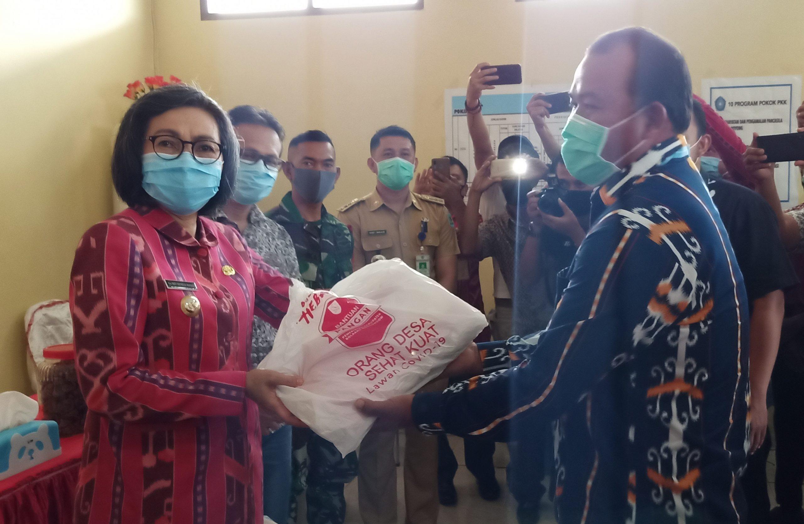 Pemkab Bolmong Salurkan Berbagai Bantuan  Pada Masyarakat Dumoga Tengah