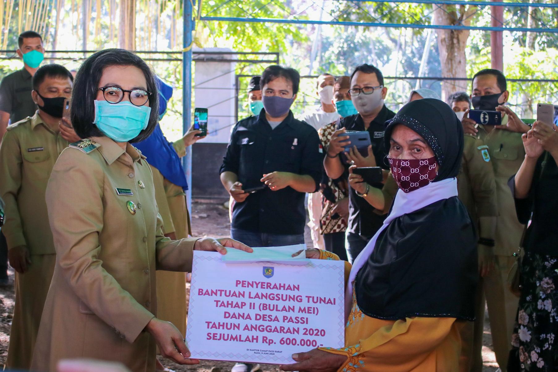 Bupati Bolmong Tuntaskan Penyaluran Bansos Tahap II