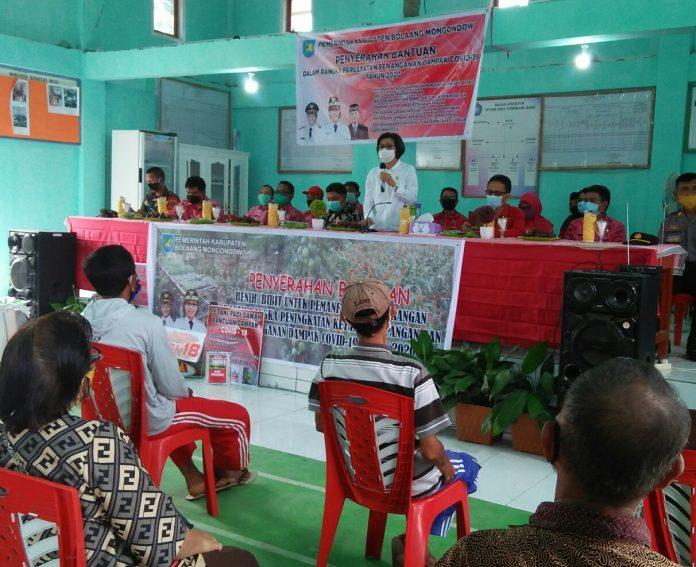Bupati Bolmong Salurkan Bantuan Pada Masyarakat  Kecamatan Dumoga Bersatu
