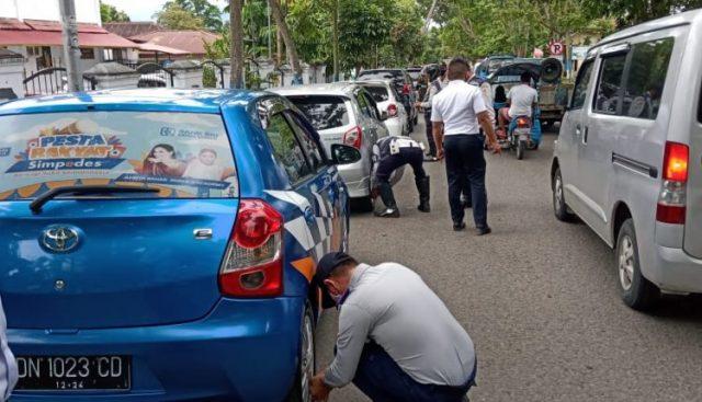 Hati-Hati Parkir Liar, Ban Kendaraan Digembosi Petugas