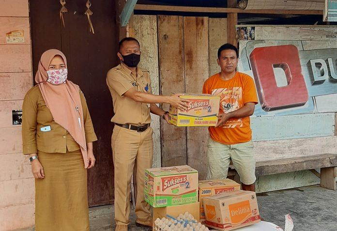 Pemkab Bolmong Serahkan Bantuan Sosial Korban Bencana Kebakaran