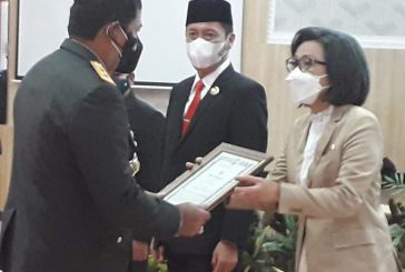 Bupati Bolmong Terima Penghargaan Dari Kapolda Sulut
