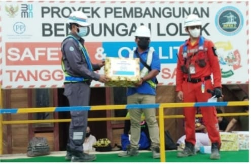 Karyawan PT. PP Bendungan Lolak Terima Reward Dari Kepala P2K3