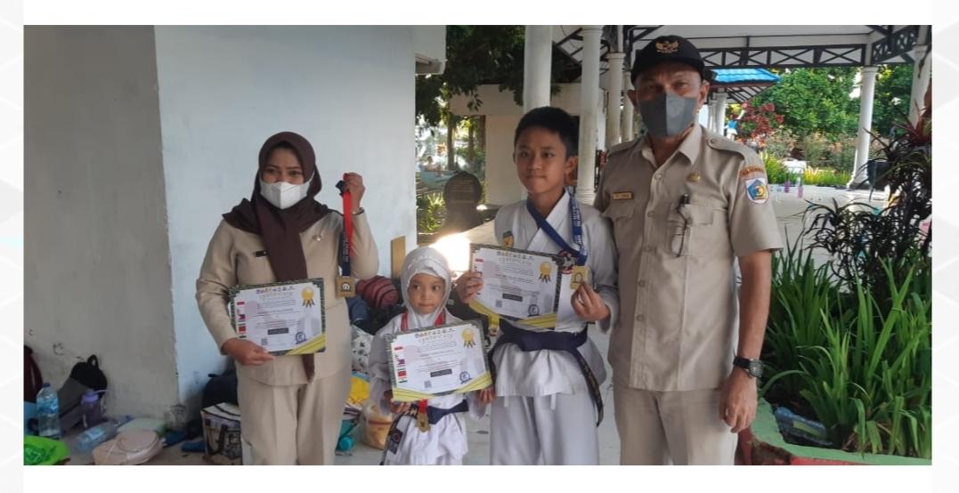 Pemkot Kotamobagu Beri Penghargaan kepada Tiga Atlit Karate Internasional.